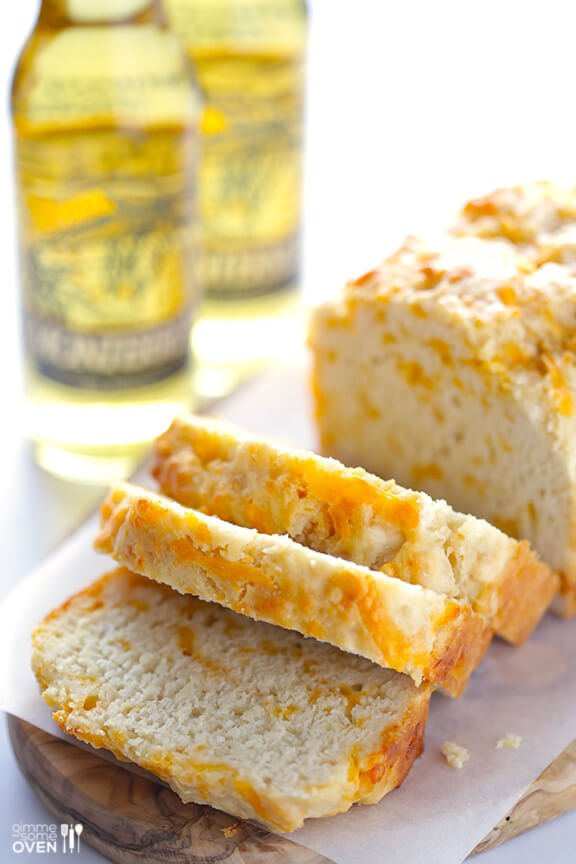 Garlic Cheddar Beer Bread | gimmesomeoven.com #recipe