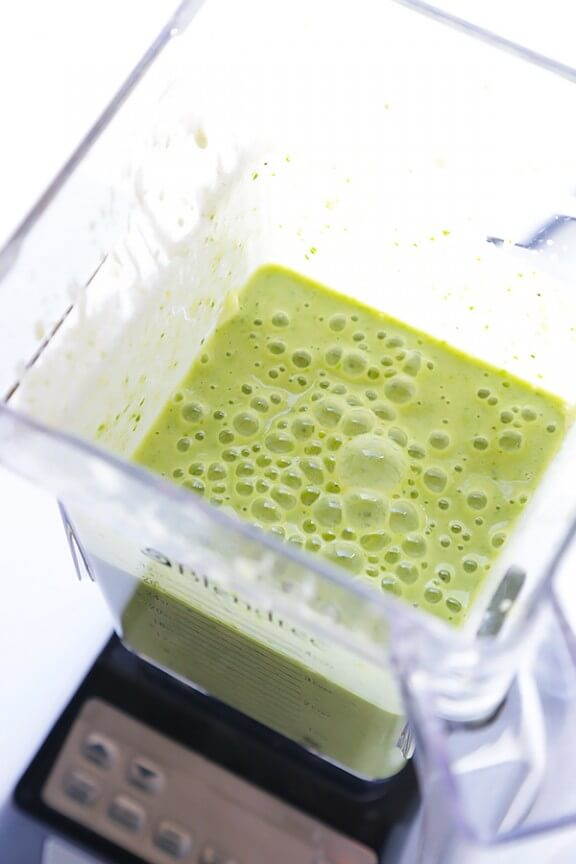 Green Pina Colada Smoothie | gimmesomeoven.com