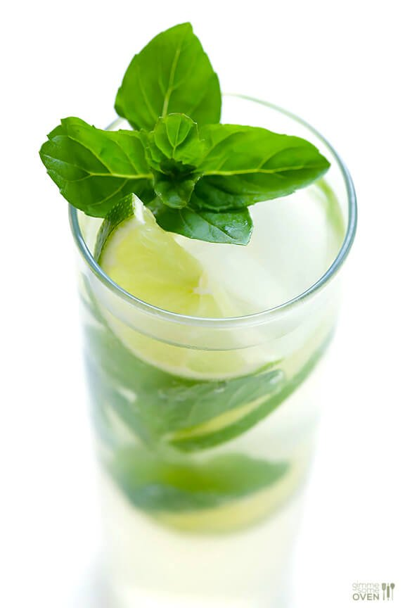 Ginger Beer Mojito -- All you need are 4 ingredients and 1 minute to make this fresh and tasty drink! | gimmesomeoven.com #cocktail #mocktail #recipe