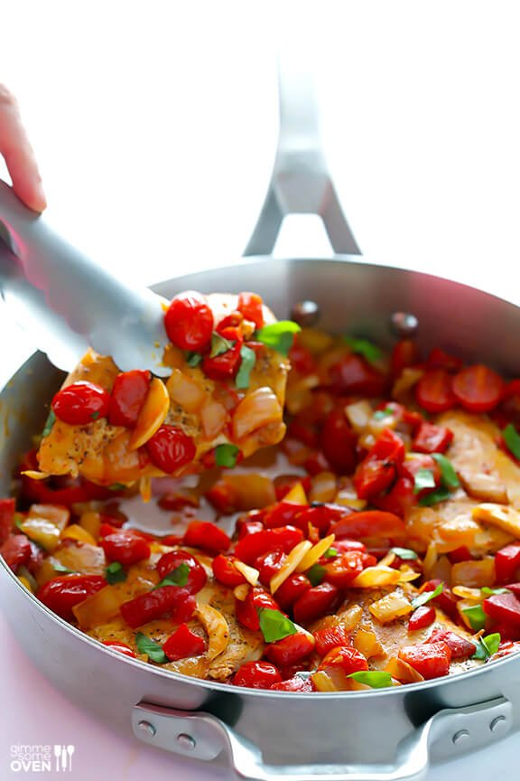 Easy Italian Chicken Skillet Recipe -- fresh, flavorful and ready to go in less than 30 minutes! gimmesomeoven.com #italian #chicken