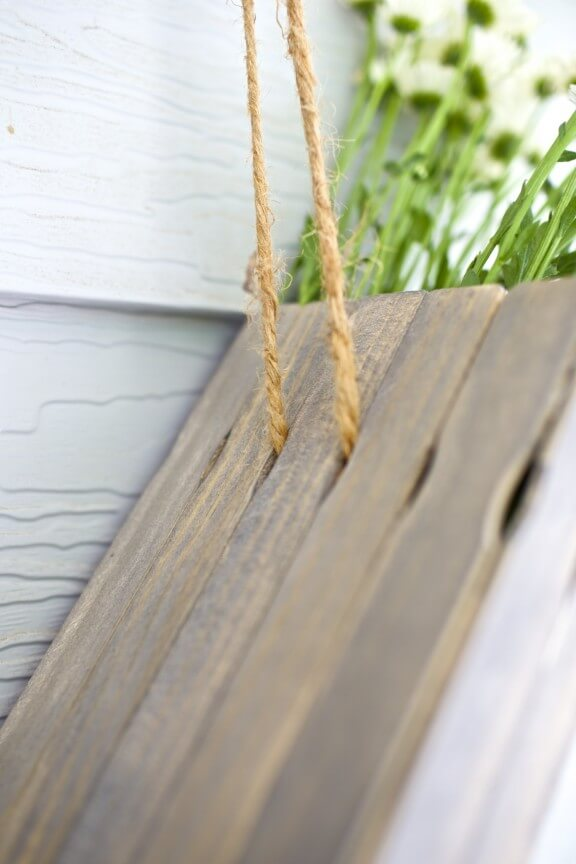 DIY Hanging Flower Box | www.gimmesomeoven.com/style