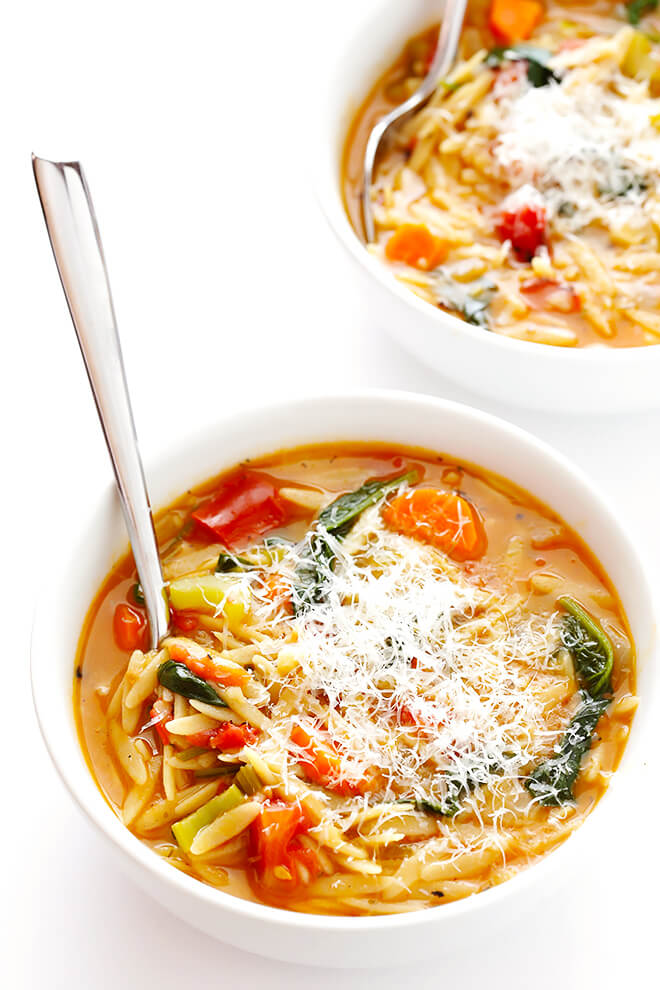 This Italian Orzo Spinach Soup recipe is easy to make in 30 minutes, and it's SO delicious and comforting! | gimmesomeoven.com
