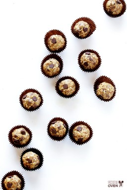 Cashew Dark Chocolate Energy Bites {Gimme Some Oven}