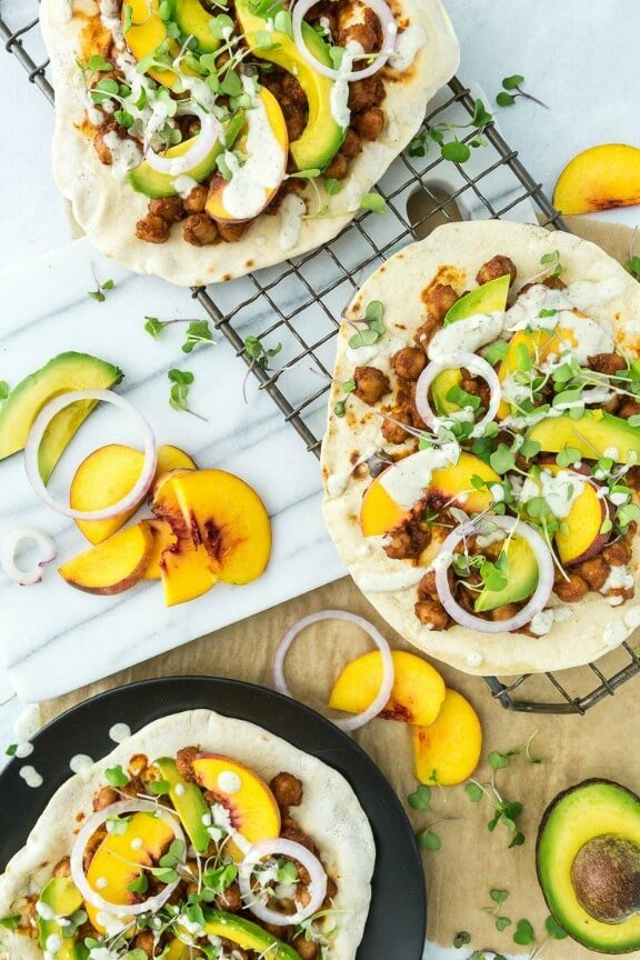 BBQ Chickpea Flatbread Pizzas with Jalapeño Plum BBQ Sauce | keepinitkind.com