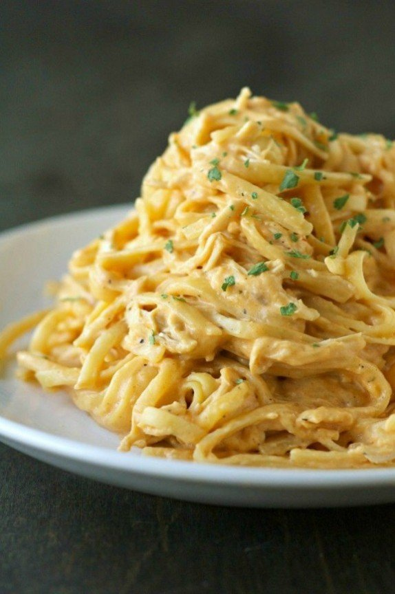 Crockpot Cheesy Buffalo Chicken Pasta | crockpotgourmet.net