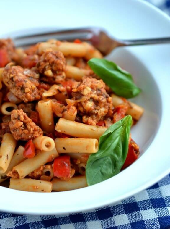 easy vegan dinner recipes-Italian Tempeh & Sweet Pepper Pasta | coconutandberries.com