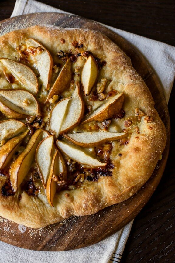 Pear & Walnut Gorgonzola Pizza | kitchenconfidante.com