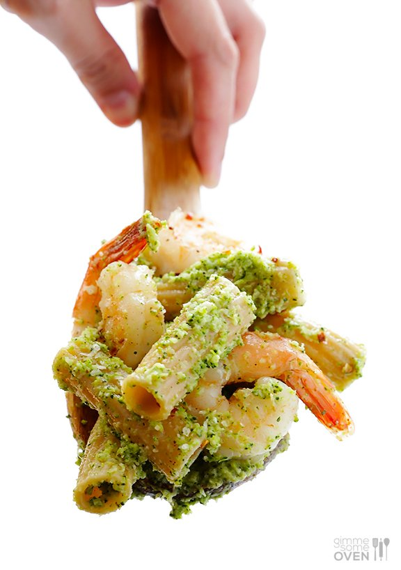 Shrimp Pasta with Broccoli Pesto | gimmesomeoven.com #seafood
