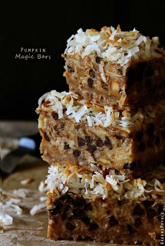 Pumpkin Magic Bars | bakersroyale.com