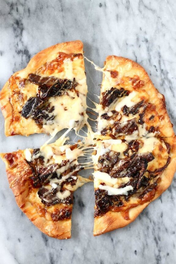 Short Rib Pizza with Caramelized Onions and a Smoked Gouda Cream Sauce | perpetuallyhungryblog.wordpress.com