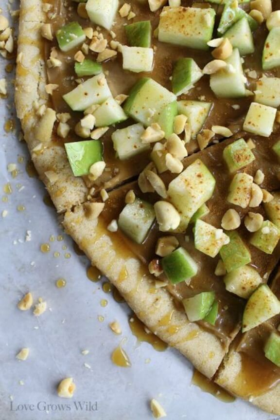 Taffy Apple Pizza | lovegrowswild.com