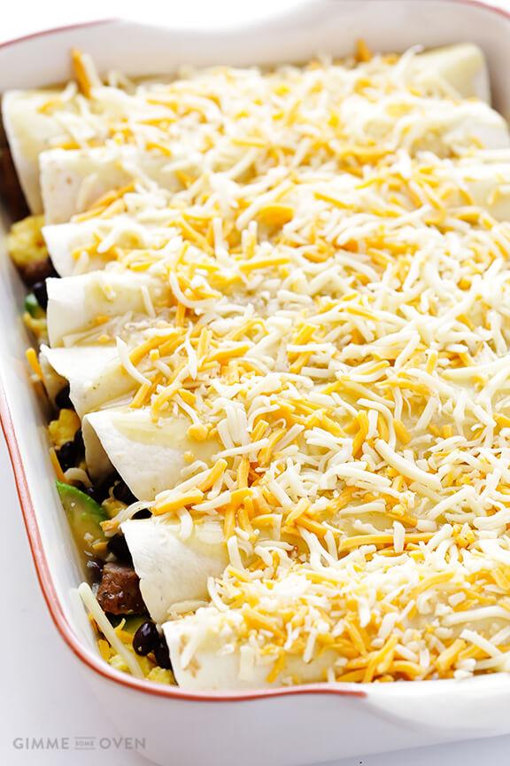 Breakfast Enchiladas -- all of your favorite breakfast ingredients rolled up into enchiladas! | gimmesomeoven.com
