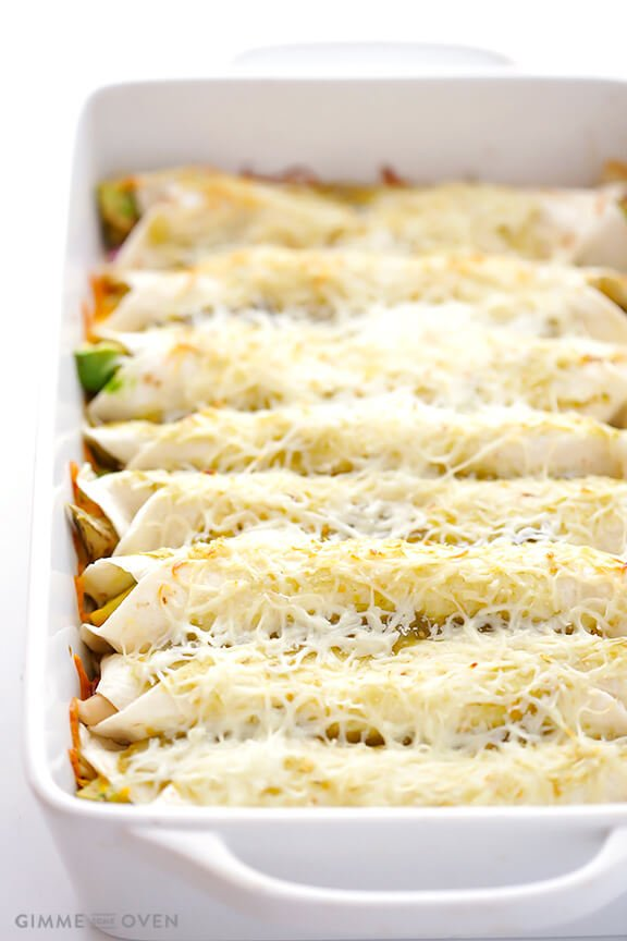 Turkey Enchiladas Recipe | gimmesomeoven.com #thanksgiving