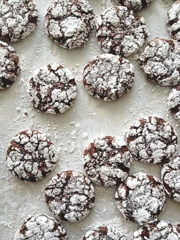Peppermint Crinkle Cookies | bakersroyale.com