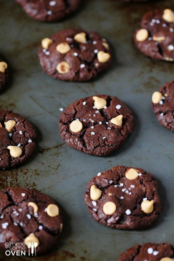 Salted Chocolate Peanut Butter Cookies | gimmesomeoven.com