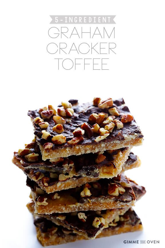 5-Ingredient Graham Cracker Toffee | gimmesomeoven.com #chocolate #dessert