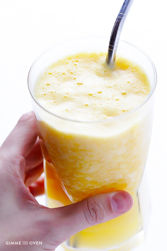 Copycat Orange Julius Recipe -- a quick, easy, and delicious fresh orange smoothie | gimmesomeoven.com
