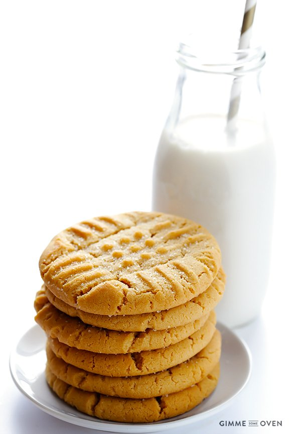 Peanut Butter Cookies -- soft, chewy and irresistibly good!!   gimmesomeoven.com