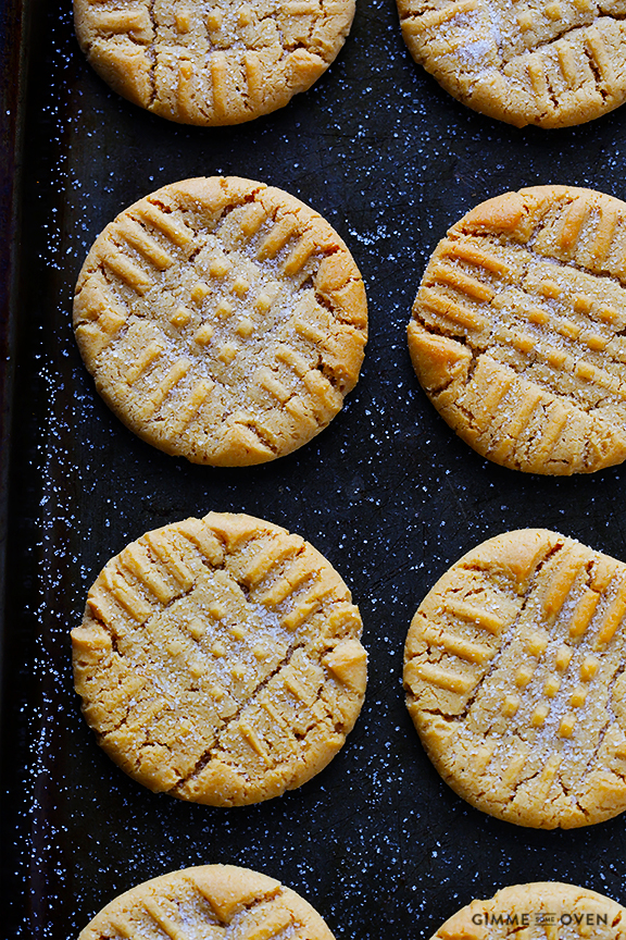 Peanut Butter Cookies -- soft, chewy and irresistibly good!! | gimmesomeoven.com