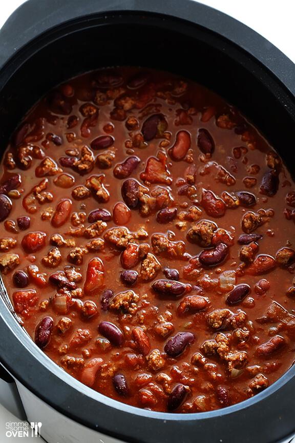 Slow Cooker Chili | gimmesomeoven.com #crockpot