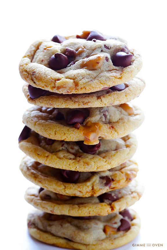 Toffee Chocolate Chip Cookies | gimmesomeoven.com