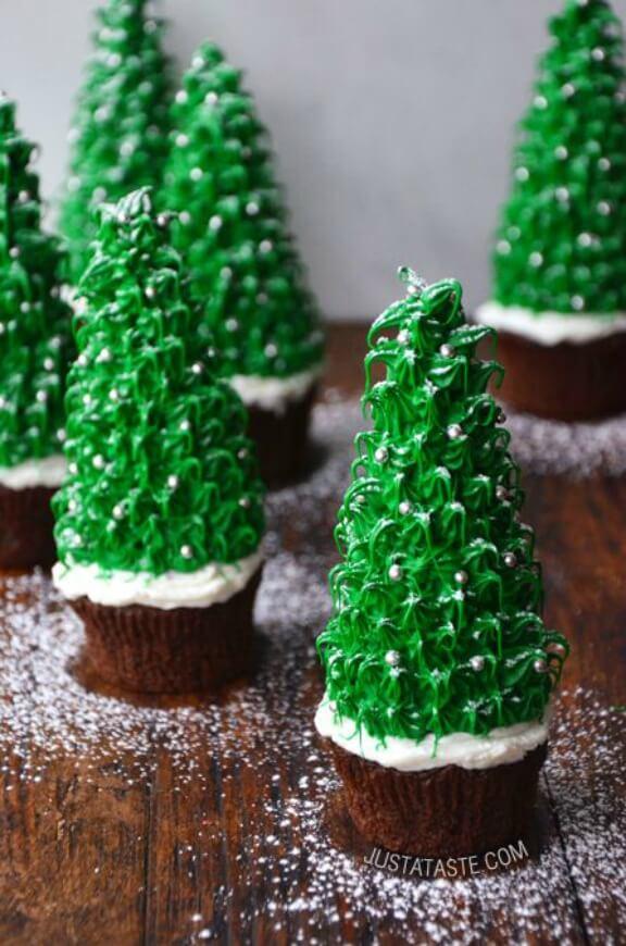 Christmas Tree Cupcakes | justataste.com