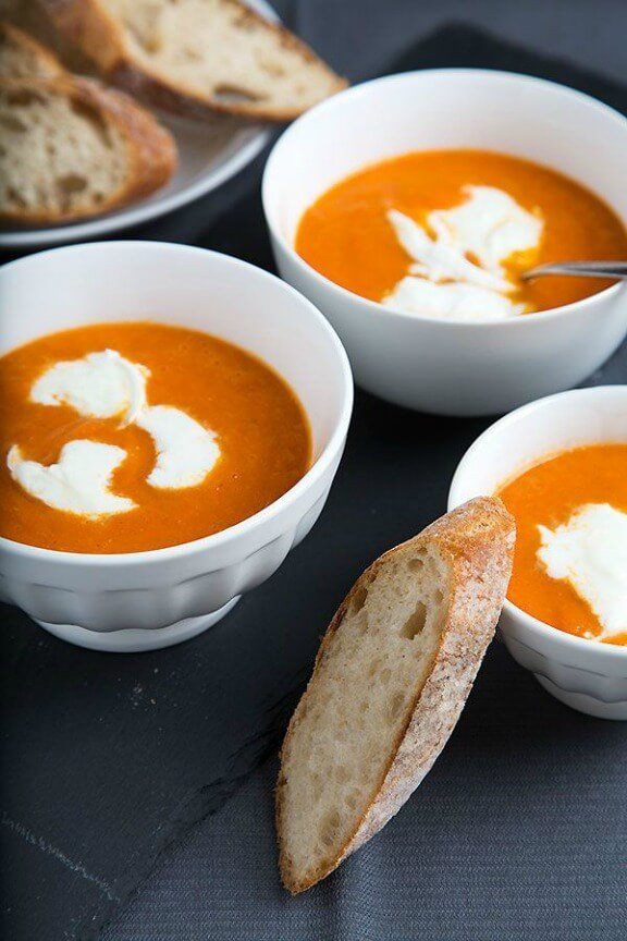 Creamy Oven Roasted Tomato Soup with Mozzarella | strudelandcream.com