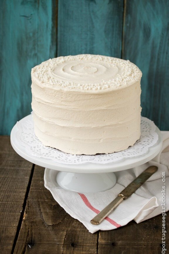 Holiday Spice Cake with Eggnog Buttercream | portuguesegirlcooks.com