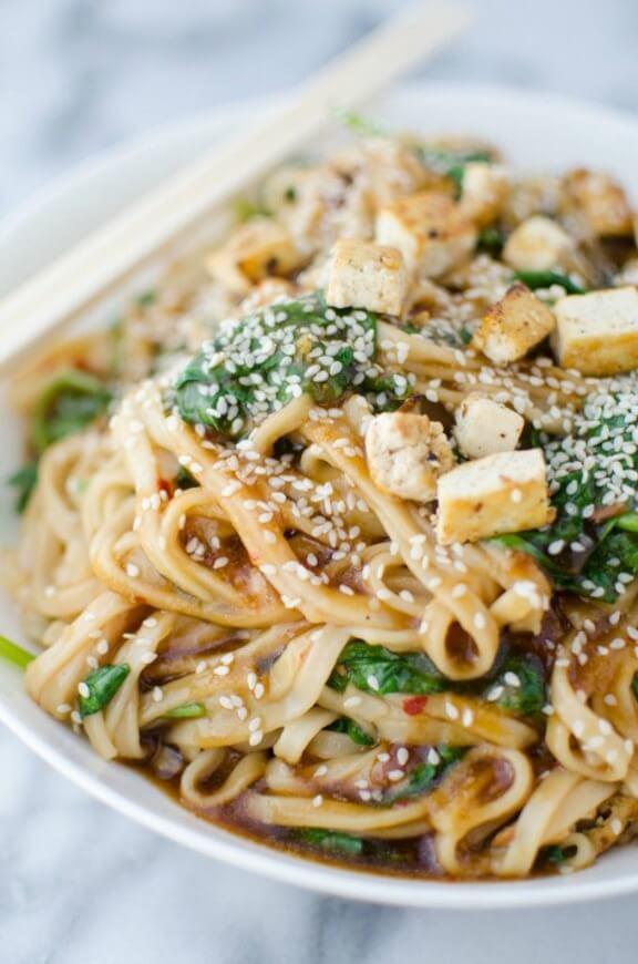Sesame Garlic Stir Fry Noodles | delishknowledge.com