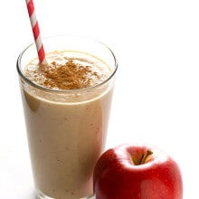 Healthy Apple Pie Smoothie -- quick, easy, made with everyday ingredients, and so tasty! | gimmesomeoven.com #vegan