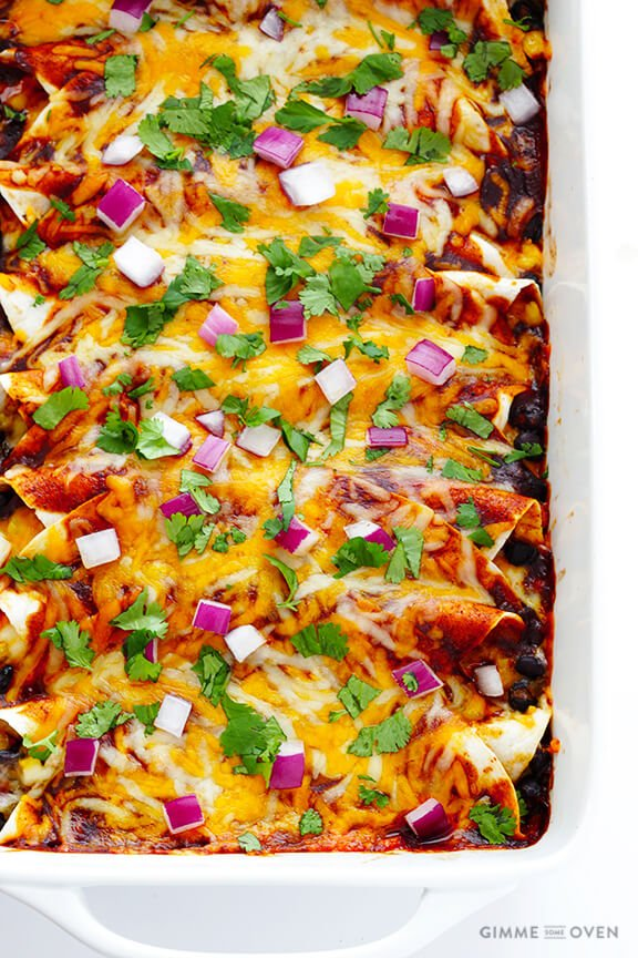 BBQ Chicken Enchiladas   gimmesomeoven.com
