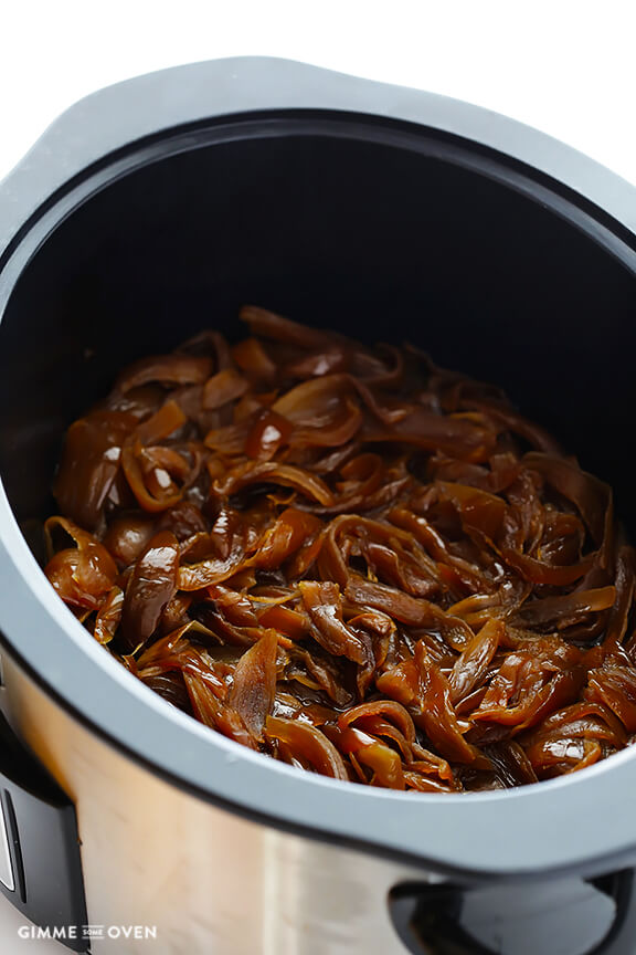 Slow Cooker Caramelized Onions -- a quick and easy tutorial | gimmesomeoven.com