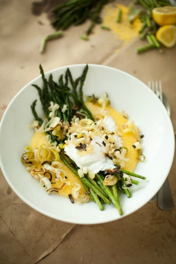 Broiled Asparagus, Poached Egg, and Charred Spring Onion and Garlic over Grits | happyyolks.com