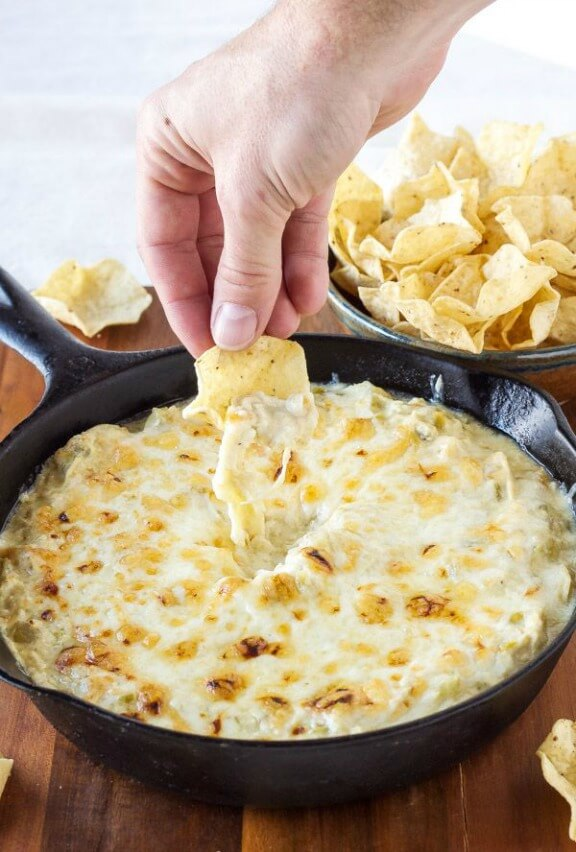 Skinny Green Chili Chicken Enchilada Dip | reciperunner.com