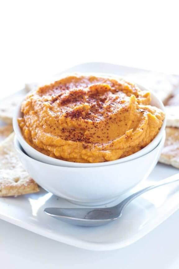 Sriracha Pumpkin Hummus | reciperunner.com