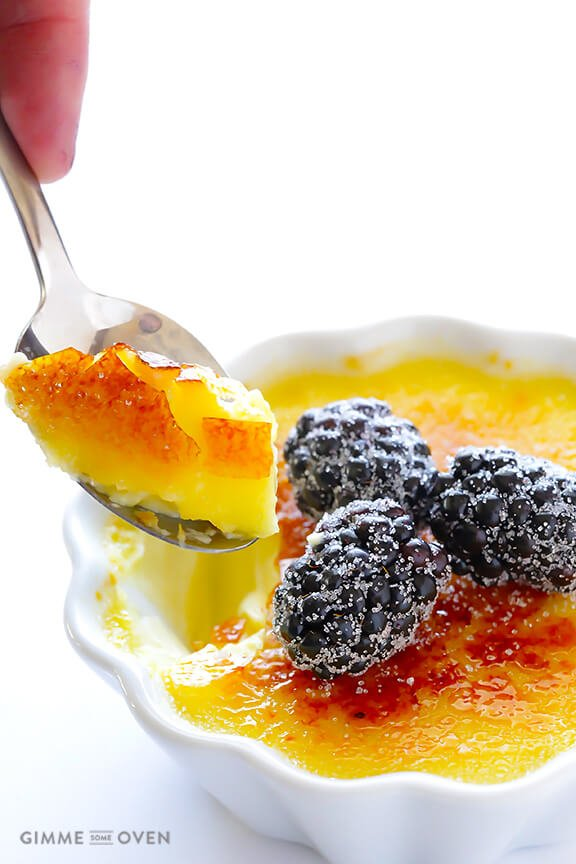 Creme Brulee -- step-by-step photos on how to make this classic dessert! | gimmesomeoven.com