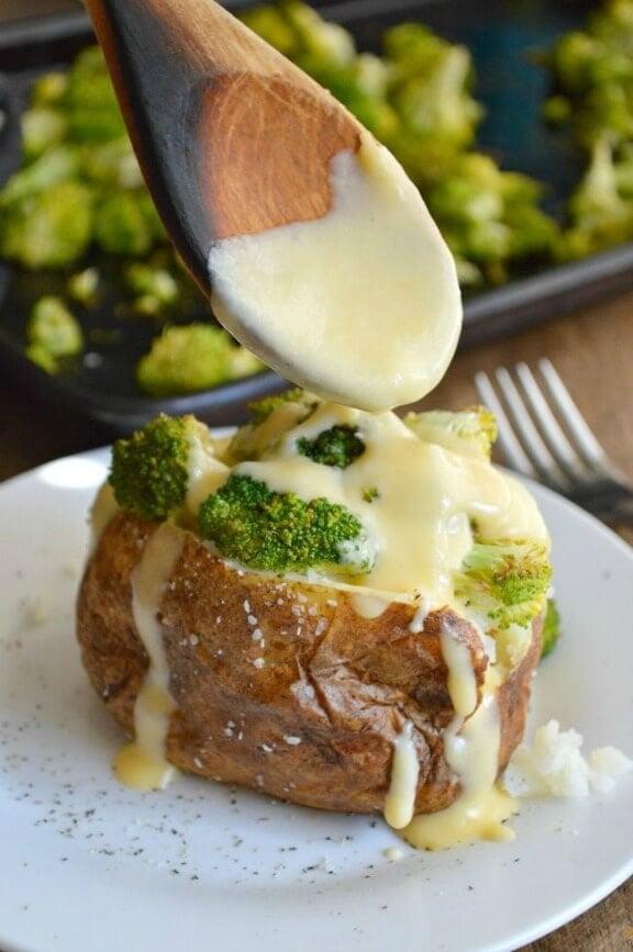 Cheesy Broccoli Potatoes | sugardishme.com