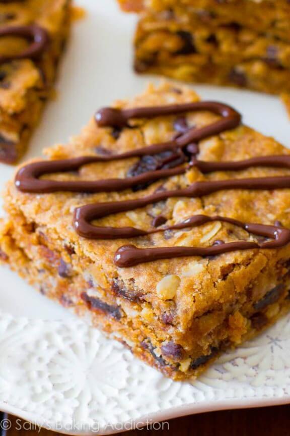 Healthy Peanut Butter Chunk Oatmeal Bars | sallysbakingaddiction.com