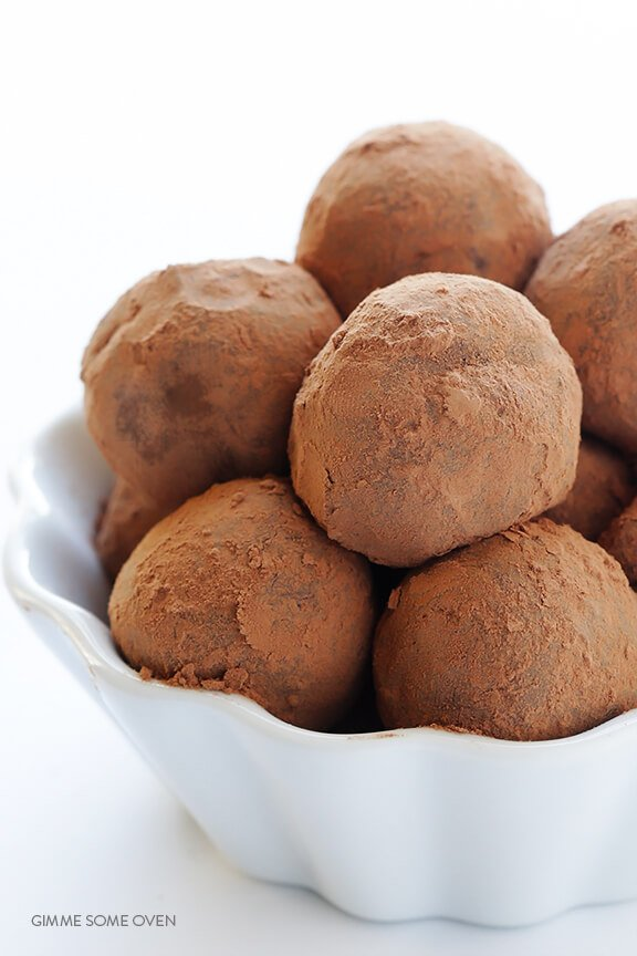 5-Ingredient Whiskey Chocolate Truffles | gimmesomeoven.com