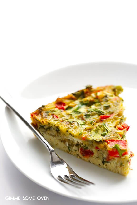 Baked Frittata with Roasted Red Peppers, Arugula and Pesto | gimmesomeoven.com