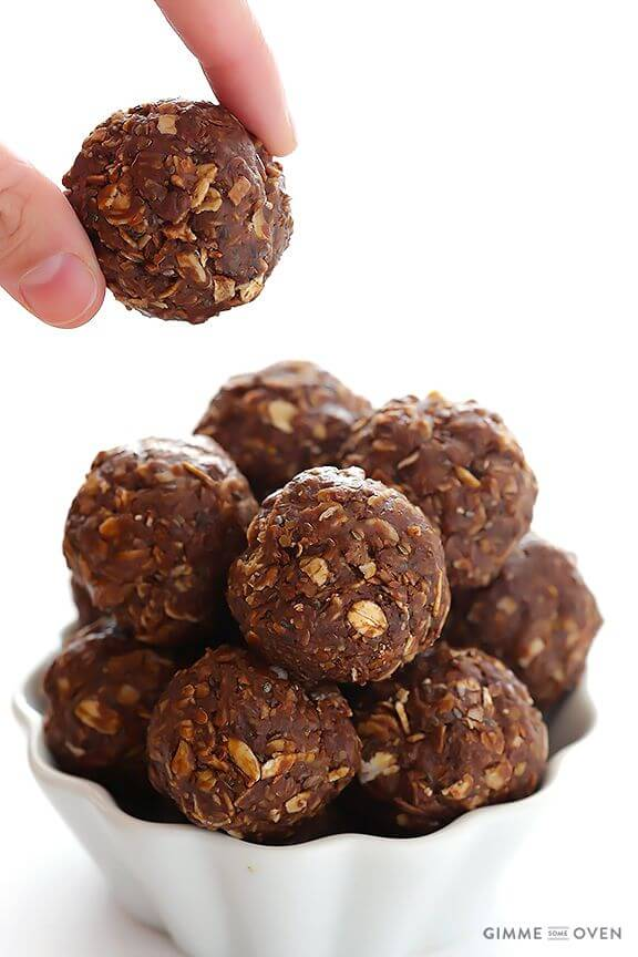 Chocolate Peanut Butter No-Bake Energy Bites | gimmesomeoven.com