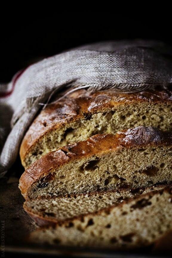 Cinnamon Raisin Irish Bread | bakersroyale.com