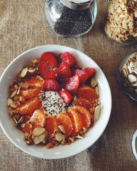 Greek Yogurt Power Bowl   nutritious--kitchen.blogspot.com