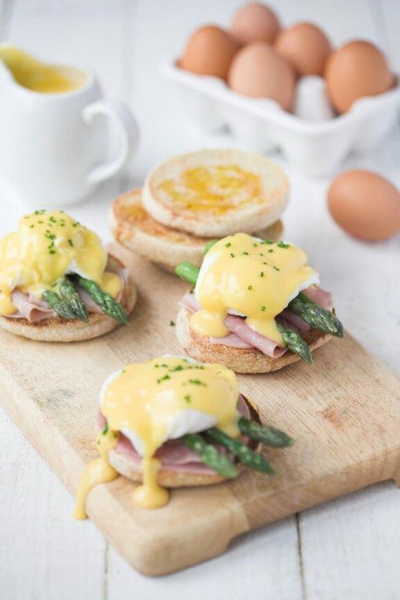 Asparagus Eggs Benedict | partybluprintsblog.com