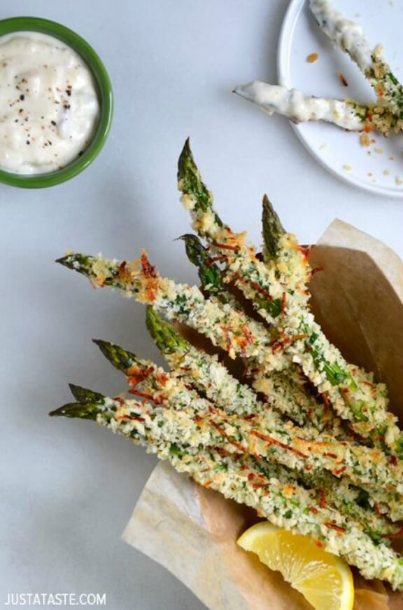 Baked Asparagus Fried with Roasted Garlic Aioli | justataste.com