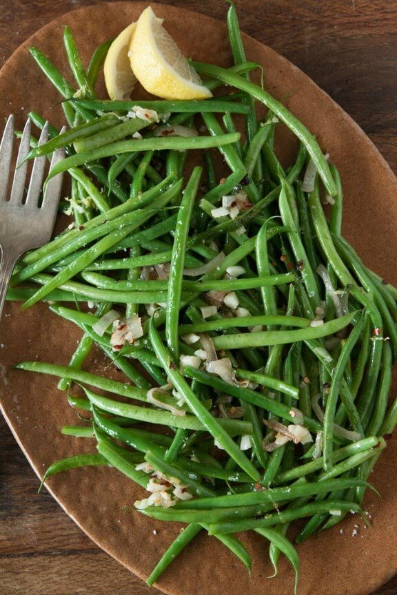 Spicy Garlic Green Beans | whatsgabycooking.com