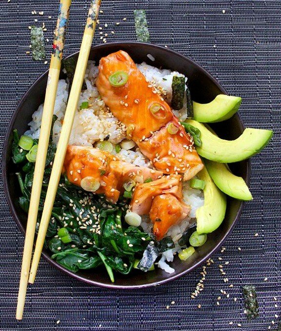 Teriyaki Salmon Rice Bowl with Spinach and Avocado | panningtheglobe.com