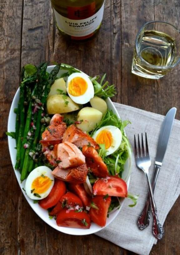 Warm Salmon Salad Nicoise | thewoksoflife.com