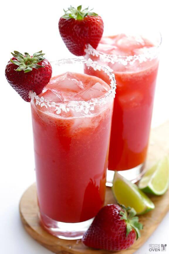 Fresh Strawberry Margarita | gimmesomeoven.com
