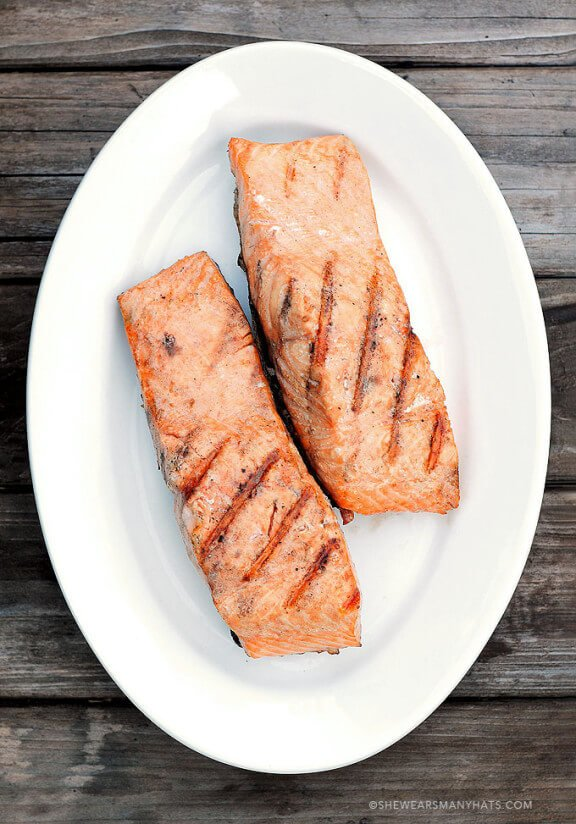 Perfect Grilled Salmon | shewearsmanyhats.com